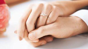 Inelul de logodnă, cel mai frumos dar pe care îl poți face în numele iubirii
